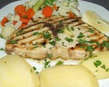 Filete de Espadarte Braseado com Batatinha e Vegetais