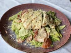 Фірмовий салат Цезар