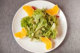 Салат з апельсином та куркою (250г)