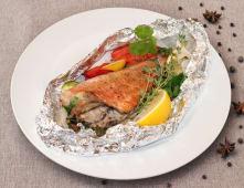 Запечений морський окунь з овочами і пряними травами (300г)
