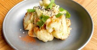 Кучерява капуста з печі в ніжному кунжутному майонезі (200г)