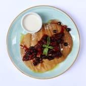 Pancakes con nutella, frutos rojos y plátano