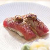 Nigiri de atún flambeado con foie (2 uds.)