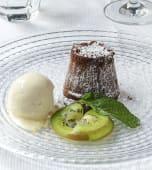 Souffle de chocolate con vainilla helada