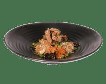 Жареная рисовая лапша с телятиной под имбирно-соевым соусом (350 г)