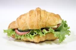 Круассаны с сыром с колбасой (1 шт.)