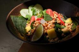 Segunda-feira: Laos & Tailândia - Chicken Larb Salad