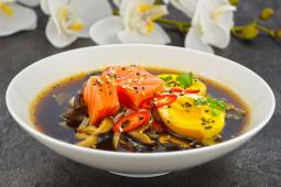 Суп Рамен із копченим лососем гострий (440г)