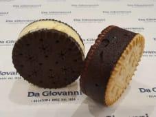 Biscotto gelato piccolo pistacchio con gocce di cioccolato