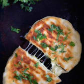 Cheese garlic chilly naan