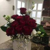 Aranjament floral festiv din trandafiri
