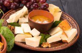 Асорті грузинських сирів (300г)