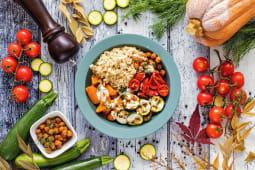 Roasted Vegan Bowl con salsa al Latte di Cocco e Curry