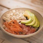 Poke (bowl con base de arroz)