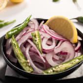 Picada de cebolla, limón y picante verde chilli