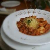 Ravioles Salsa Roja Con Peceto