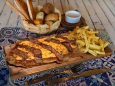 Milanesa de Pollo con Cheddar y Bacon