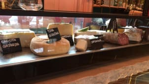 Gran selezione di salumi di Norcia e formaggi dell'Alchimista Lactis