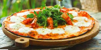 Pizza de tocino y arúgula - Grande