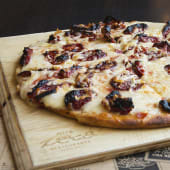 Pizza de rúcula y tomates secos