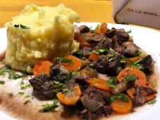 Tocanita de vita cu ciuperci si piure de cartofi