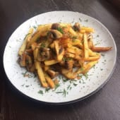 Картопля смажена з грибами та цибулею (250г)