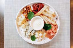 Закуска Small plates & Tapas (280г)
