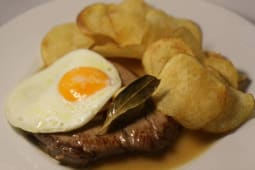 Bitoque do Lombo à Portuguesa com Batata Chips