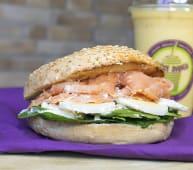 Bagel egg & salmón