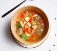 Острый суп с говядиной и курицей