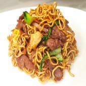 27. Yakisoba al wok con ternera