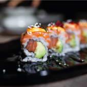 Uramaki roll de salmón crujiente (8 uds.)