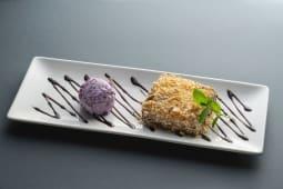 Десерт Багратіоні з чорничним морозивом (150/50г)