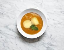 Vellutata di patate dolce e zucca con scorzetta di arancia