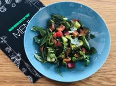 Овочевий салат з сиром Фета, міксом зелені, соусом Песто (250г)