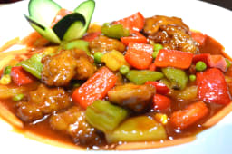 Proteína de soja condimentada en salsa agridulce, vegano