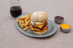 Hamburguesa súper Fresias + papas fritas