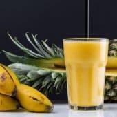 Smoothie de mango, piña y plátano (16 oz.)
