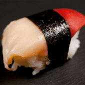 Nigiri de almeja roja (2 piezas)