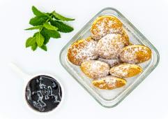 Mini clatite cu dulceata de afine