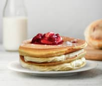 Pancakes cu vanilie si fructe de padure