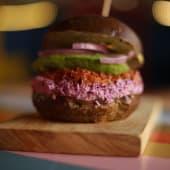 Pulled pork burger + acompañamiento de camote