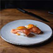 Nigiri de salmón, spicy y lima(2 uds.)