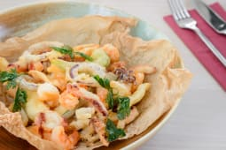 Crunchy sea food mix, spicy sauce