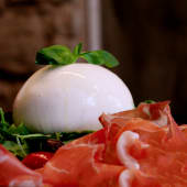 Burrata con jamón de Parma