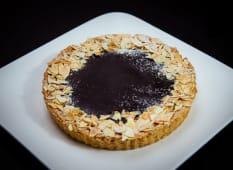 ტარტი - შოკოლადით, ნუშით და ბანანით