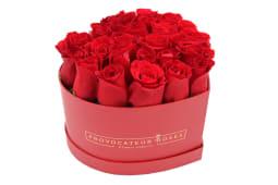 Rosas frescas rojas en caja corazón  color rojo (18-22 uds)