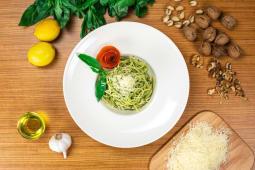 Spaghetti con pesto alla genovese