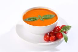 Supa de rosii parfumata cu busuioc