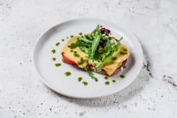 Гарячий тост з веганскою ковбасою, томатами і сиром (120г)